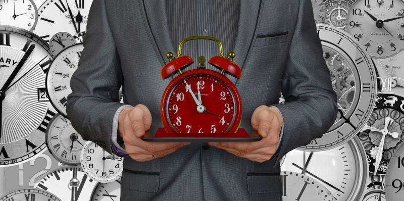 時計を持つ人