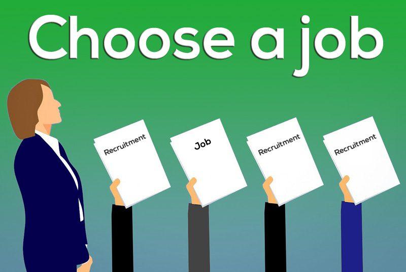 仕事選びをする人
