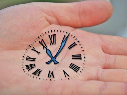 手に時計の絵を描く