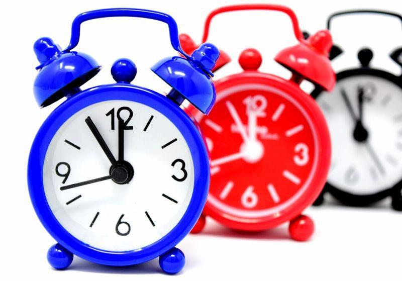 3つの目覚まし時計